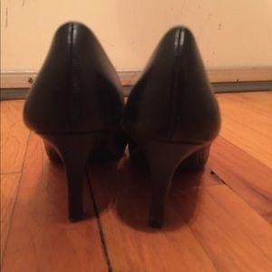 Shoes - Black comfort plus heels